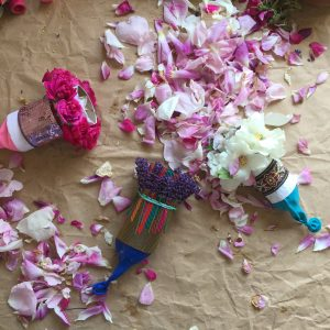 flower_petal_poppers_made _from_toilet_rolls_and_balloons